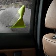 QL10118-GN-usage-Sparrow-Ice-Scraper-in-car
